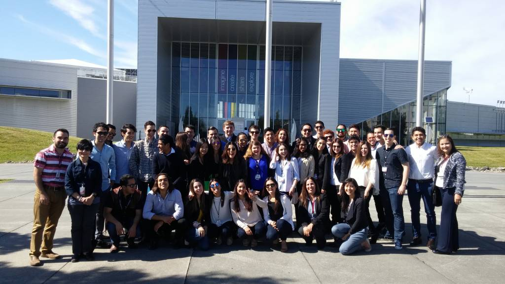 Summer in Seattle Program – Mexico Students Visit Boeing