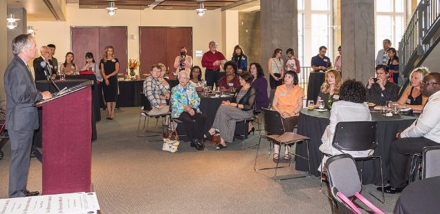 President Frisch speaks to students and alumni in Tacoma.